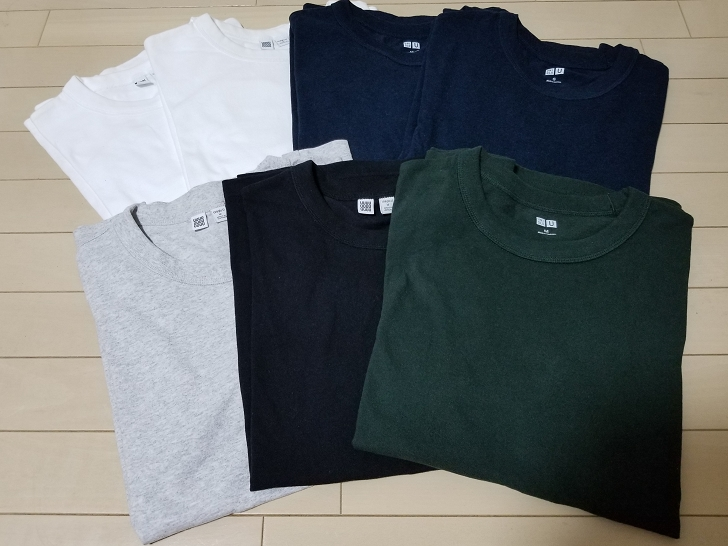 7枚のUniqlo UのクルーネックTシャツ