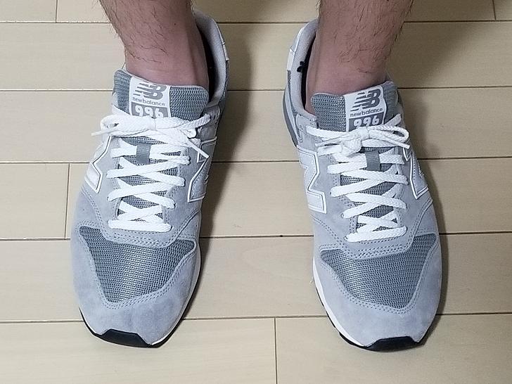 靴を履いた男性の足元