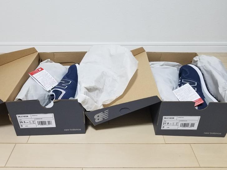 サイズ違いの二足の靴